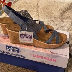 Skechers Beverley high tea sandal Size 8 NWT